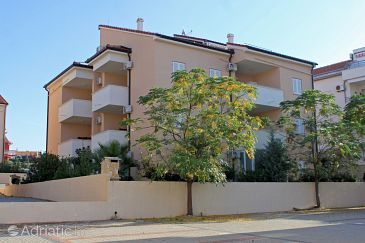 Property Novalja (Pag) - Accommodation 3555 - Apartments with pebble beach.