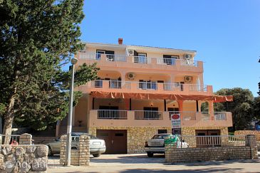 Property Mandre (Pag) - Accommodation 3557 - Apartments and Rooms near sea with pebble beach.