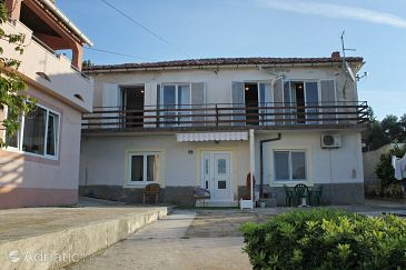 Property Novalja (Pag) - Accommodation 3558 - Apartments with pebble beach.