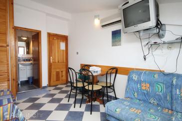 Sućuraj, Dining room u smještaju tipa studio-apartment, dostupna klima, dopusteni kucni ljubimci i WIFI.