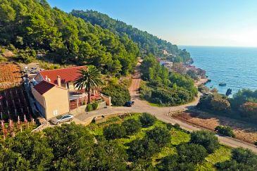 Property Uvala Tvrdni Dolac (Hvar) - Accommodation 4008 - Apartments near sea with pebble beach.