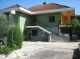 Parking lot Vrboska (Hvar) - Accommodation 4012 - Apartments with pebble beach.