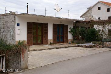 Property Jelsa (Hvar) - Accommodation 4040 - Apartments with sandy beach.