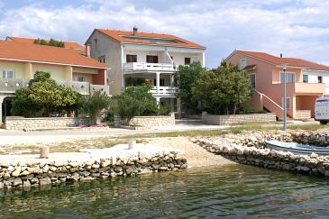 Property Kustići (Pag) - Accommodation 4086 - Apartments near sea with pebble beach.