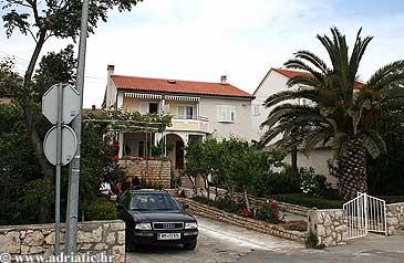 Property Novalja (Pag) - Accommodation 4102 - Apartments near sea with rocky beach.