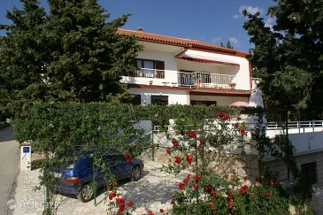 Property Novalja (Pag) - Accommodation 4114 - Apartments near sea with pebble beach.