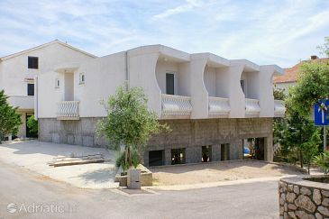 Property Mandre (Pag) - Accommodation 4132 - Apartments and Rooms with pebble beach.