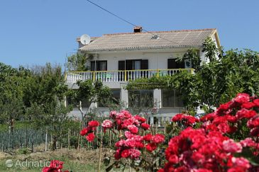 Property Vlašići (Pag) - Accommodation 4148 - Apartments with sandy beach.