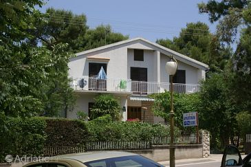 Vodice, Vodice, Property 4179 - Apartments and Rooms blizu mora with pebble beach.