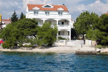 Property Brodarica (Šibenik) - Accommodation 4195 - Apartments near sea with pebble beach.