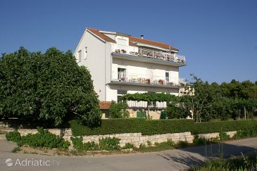 Property Brodarica (Šibenik) - Accommodation 4239 - Apartments with pebble beach.