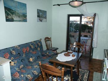 Vantačići, Dining room u smještaju tipa studio-apartment.