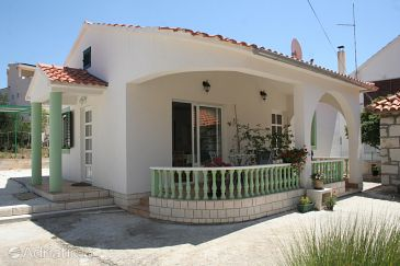 Property Brodarica (Šibenik) - Accommodation 4242 - Apartments near sea with rocky beach.
