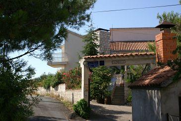 Obiekt Zablaće (Šibenik) - Zakwaterowanie 4251 - Apartamenty blisko morza ze żwirową plażą.