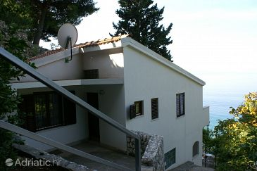Property Nemira (Omiš) - Accommodation 4277 - Apartments near sea with pebble beach.