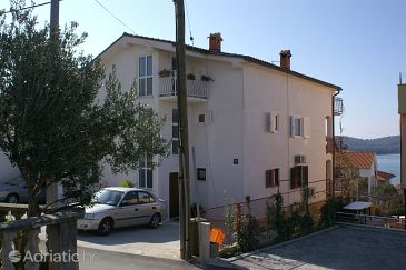 Property Okrug Gornji (Čiovo) - Accommodation 4321 - Apartments with pebble beach.