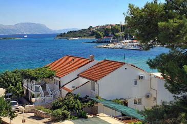 Property Lumbarda (Korčula) - Accommodation 4348 - Apartments near sea.
