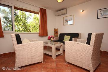 Kučište - Perna, Living room u smještaju tipa apartment, dostupna klima, dopusteni kucni ljubimci i WIFI.