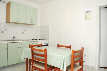 Sveta Nedilja, Jadalnia w zakwaterowaniu typu apartment, dostupna klima i WIFI.