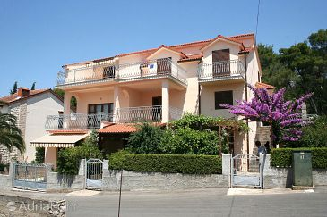 Vrboska, Hvar, Property 4634 - Apartments with rocky beach.