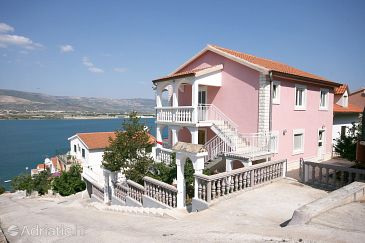 Property Mastrinka (Čiovo) - Accommodation 4648 - Apartments near sea with pebble beach.