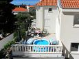 Promajna, Makarska, Courtyard 4671 - Apartments with pebble beach.