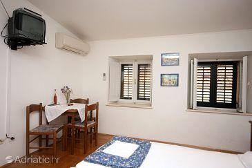 Dubrovnik, Dining room u smještaju tipa studio-apartment.