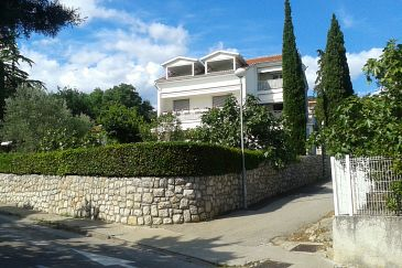 Property Selce (Crikvenica) - Accommodation 4801 - Apartments near sea with pebble beach.