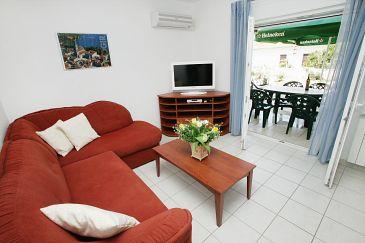 Okrug Gornji, Living room u smještaju tipa apartment.