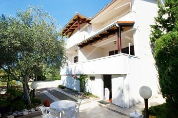 Property Barbat (Rab) - Accommodation 4862 - Apartments and Rooms with pebble beach.