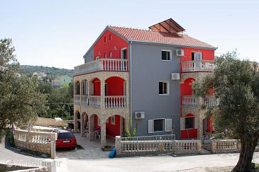 Property Vinišće (Trogir) - Accommodation 4886 - Apartments with pebble beach.