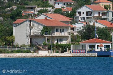 Property Vinišće (Trogir) - Accommodation 4892 - Apartments near sea.