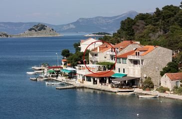 Property Pomena (Mljet) - Accommodation 4929 - Rooms near sea with rocky beach.