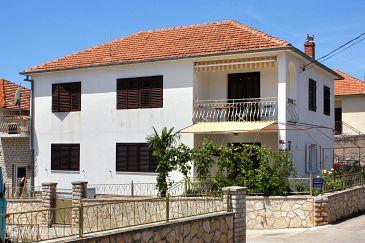 Property Jezera (Murter) - Accommodation 5074 - Apartments near sea.