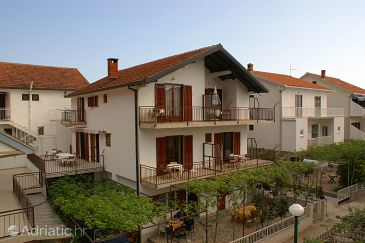 Property Podaca (Makarska) - Accommodation 516 - Apartments near sea with pebble beach.