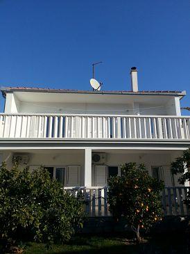 Poljica, Trogir, Obiekt 5199 - Apartamenty blizu mora ze żwirową plażą.