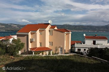 Property Slatine (Čiovo) - Accommodation 5217 - Apartments near sea with pebble beach.