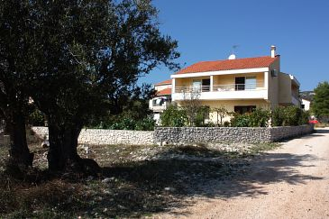 Property Vinišće (Trogir) - Accommodation 5229 - Apartments near sea with pebble beach.