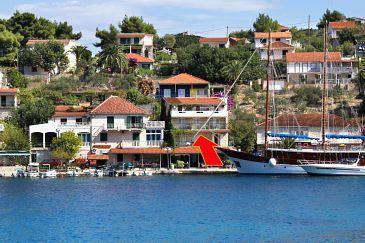 Obiekt Stomorska (Šolta) - Zakwaterowanie 5239 - Apartamenty blisko morza ze żwirową plażą.