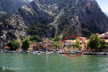 Property Omiš (Omiš) - Accommodation 5245 - Apartments with sandy beach.