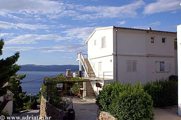 Property Mimice (Omiš) - Accommodation 5248 - Apartments with pebble beach.