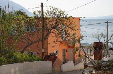 Property Duće (Omiš) - Accommodation 5275 - Apartments near sea with sandy beach.