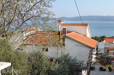 Property Medići (Omiš) - Accommodation 5281 - Apartments with pebble beach.