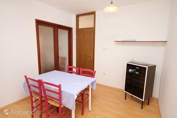 Jadranovo, Dining room u smještaju tipa apartment, dostupna klima, dopusteni kucni ljubimci i WIFI.