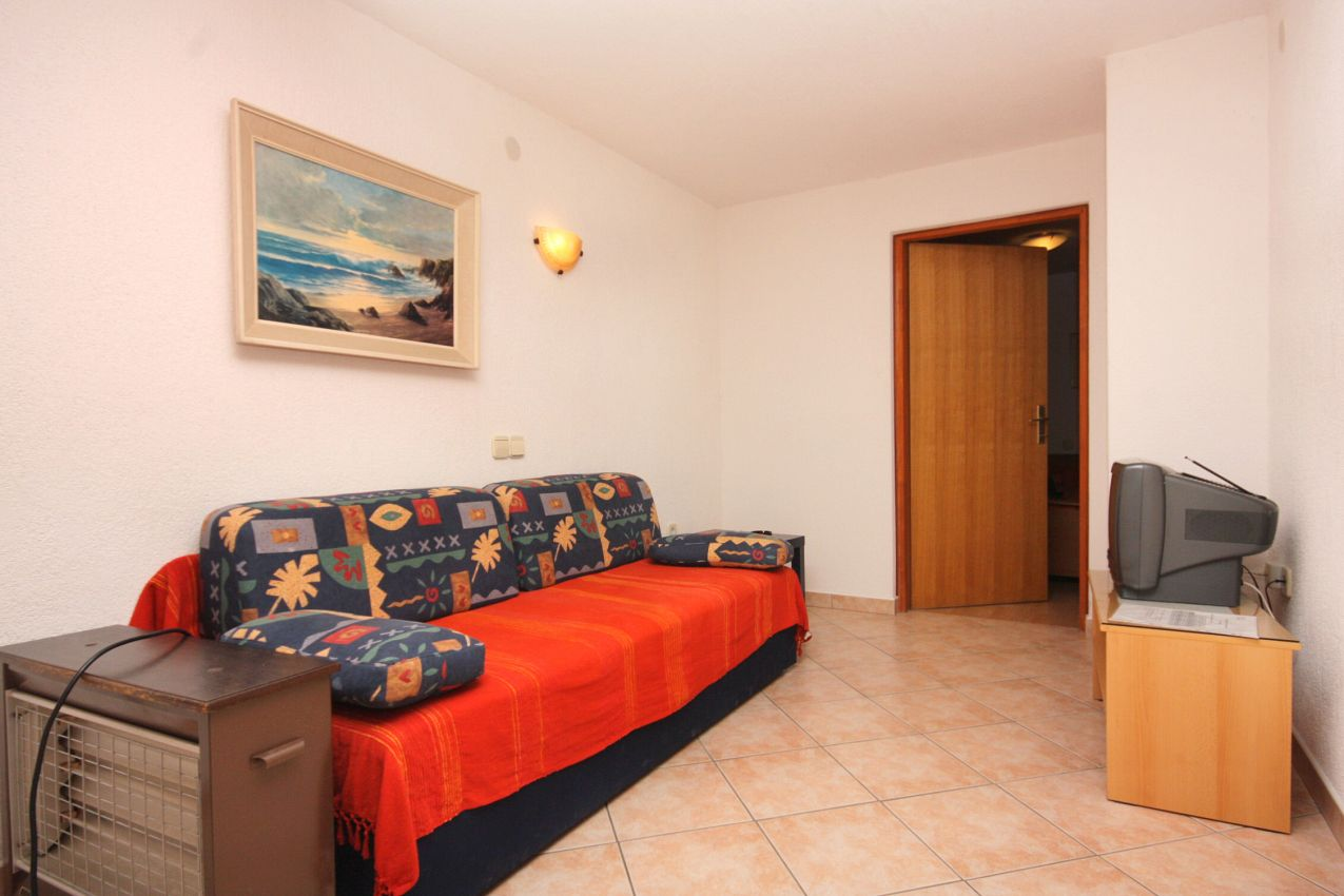 Apartmány s parkoviskom v meste Vrbnik - 5301