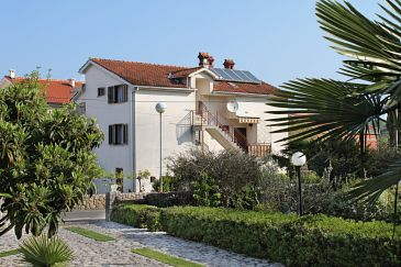 Property Malinska (Krk) - Accommodation 5303 - Apartments and Rooms with pebble beach.