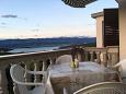 Tribulje, Terrace u smještaju tipa apartment, s pogledom na more i WIFI.