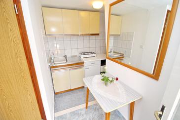 Uvala Rasohatica, Kitchen u smještaju tipa studio-apartment, dopusteni kucni ljubimci.