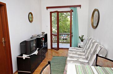 Jadranovo, Pokój dzienny w zakwaterowaniu typu apartment.
