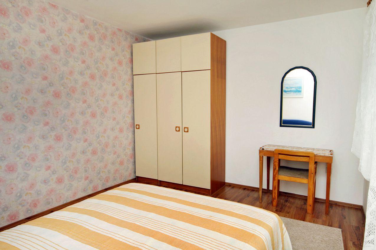 Apartmány s parkoviskom v meste Dramalj - 5519